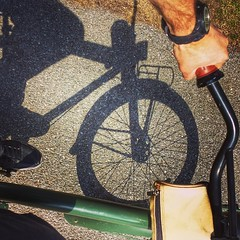 Slow and low... that is the tempo.  #cruiser #bike #shadows #springvibes  #craftbeermessengerservice