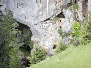 Afbeelding van Predjama Castle in de buurt van Bukovje. trip castle europe slovenia jackiechan 2014 predjama armourofgod