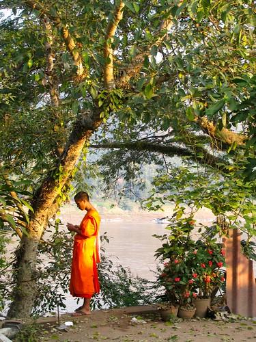Monje en la rivera del Mekong