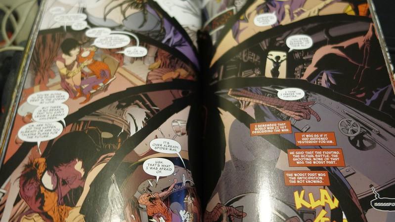Así de recargadas están las páginas de  Marvel Knights: Spider-Man: Fight Night