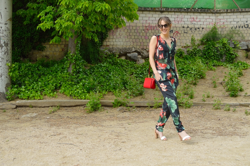 lara-vazquez-madlulablog-fashion-trends-jumpsuit-red-lefties