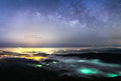 sky mist mountain fog clouds landscape nightscape taiwan 6d rueifang blackcard 雲霧 ruifang 五分山 銀河 757m 天蠍座 steamfog 攝影人 霧氣 水氣 五分山氣象站 夏季銀河 人馬座 wufen ef24mmf14liiusm 24lii newtaipeicity wufenshan 琉璃光 蛇夫座