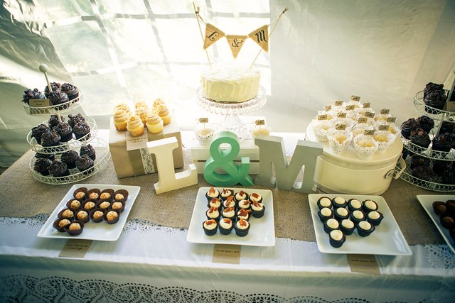 DIY Wedding Cupcakes for 300 people - Beyond Frosting