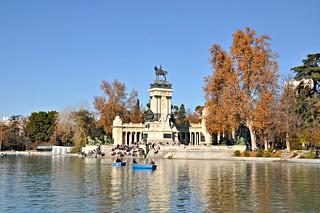 http://hojeconhecemos.blogspot.com/2001/05/madrid-parques-e-jardins.html