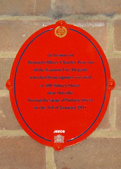Photo of Siege of Sidney Street and Charles Pearson red and black plaque