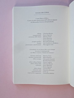 Come finisce il libro, di Alessandro Gazoia (Jumpinschark). minimum fax 2014. Progetto grafico di Riccardo Falcinelli. Colophon generale del volume e della casa editrice: a pag. 210 (part.), 1