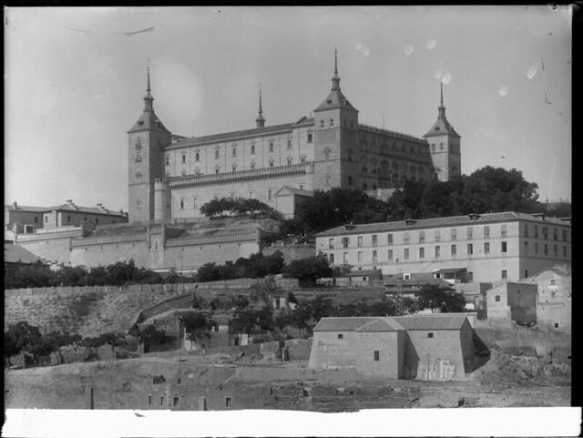 Alcázar a comienzos del siglo XX. Fotografía de J. Lacoste © MECD, Fototeca del IPCE, signatura VN-22602_P