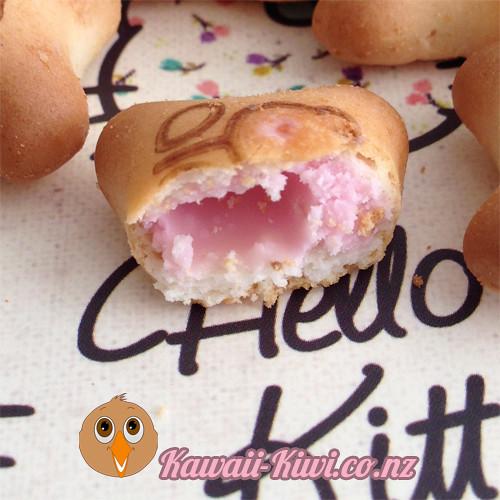 hellokitty-binky-bites-inside-kawaiikiwi