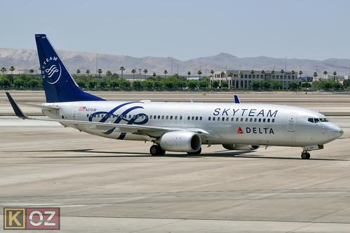 B738 - Boeing 737-832
