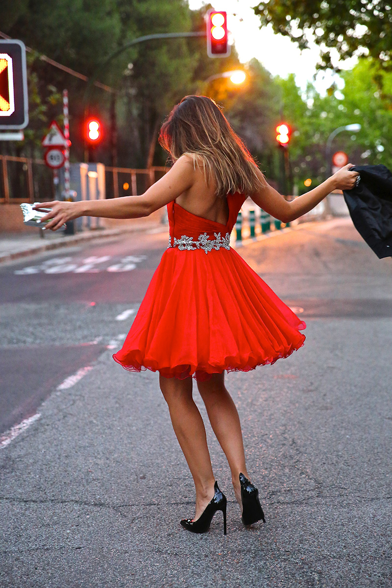 trendy_taste-look-outfit-street_style-ootd-blog-blogger-fashion_spain-moda_españa-red_dress-vestido_rojo-pedreria-coctel-cocktail-boda-wedding-chupa_cuero-leather_jacket-saint_laurent-11