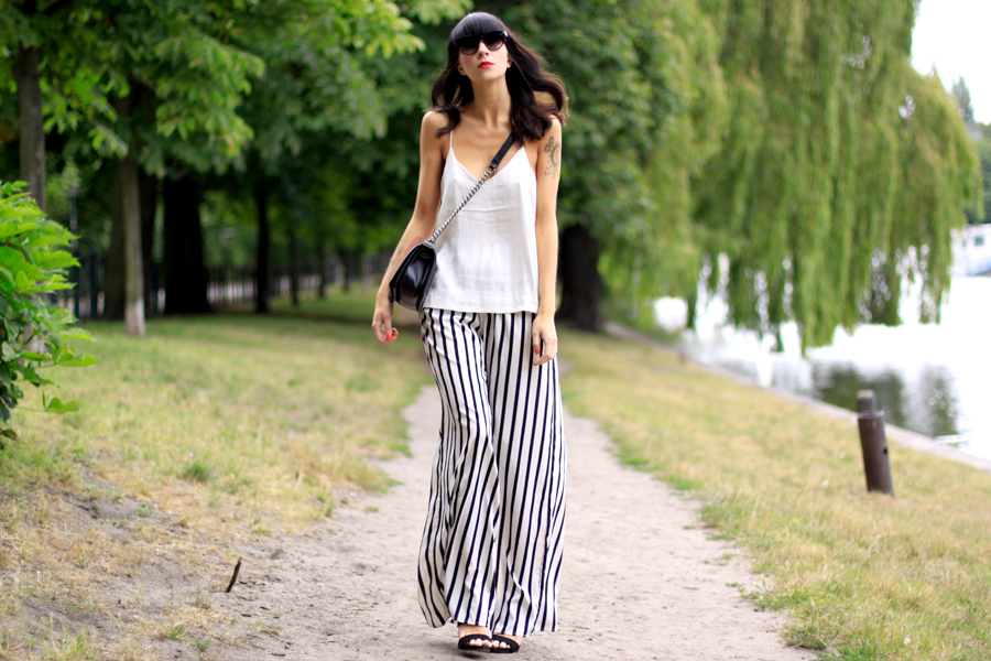 summer outfit striped wide pants white top zara h&m conscious collection oversized look chanel fashion fashionblogger berlin Ricarda Schernus CATS & DOGS 3