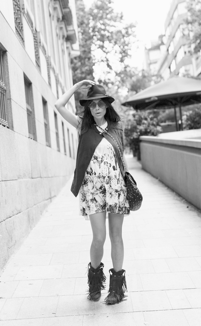 street style barbara crespo ink flowers 6KS dress vest C&A Sendra boots fashion blogger outfit blog de moda