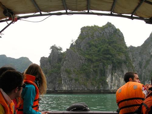 Recorriendo la bahía de Halong
