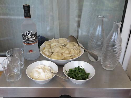 Pelmeni mit Smetana und Wodka Russischer Standard