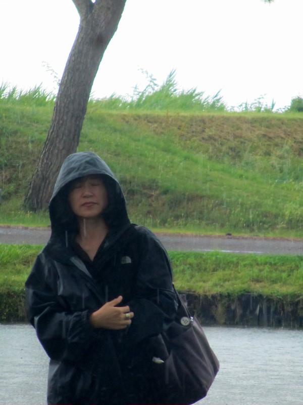 Japonesa bajo la lluvia