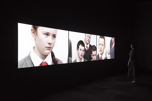 展示風景「ゴー・ビトゥイーンズ展:こどもを通して見る世界」、森美術館、2014