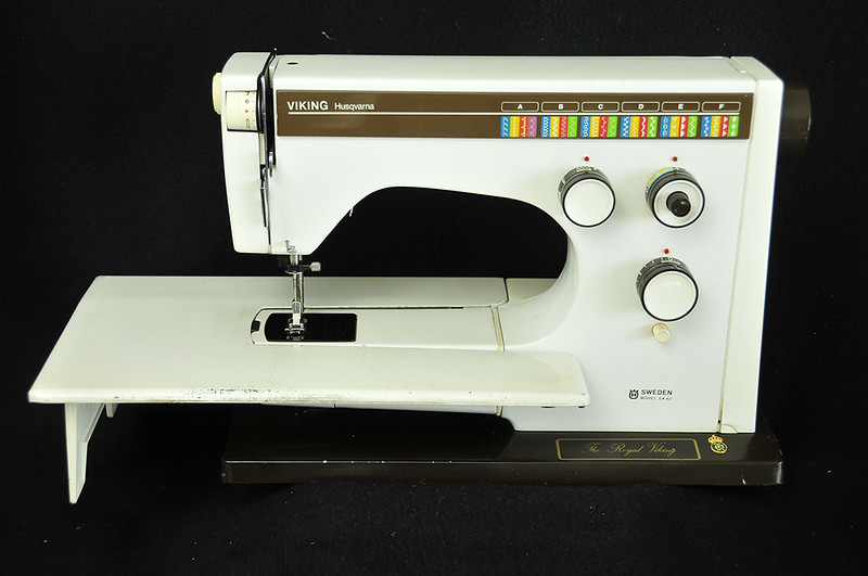 Husqvarna Viking 6440 Heavy Duty Sewing Machine With Power