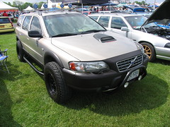 automobile(1.0), automotive exterior(1.0), vehicle(1.0), volvo xc70(1.0), compact sport utility vehicle(1.0), volvo v70(1.0), crossover suv(1.0), bumper(1.0), volvo cars(1.0), land vehicle(1.0),