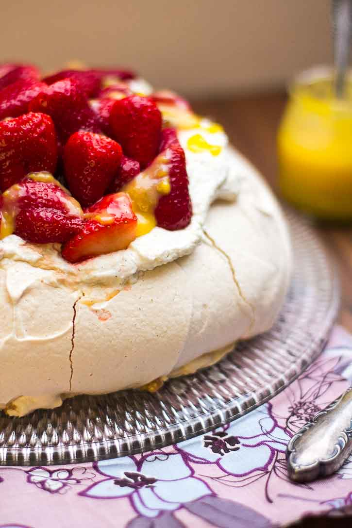 Pavlova mit marinierten Erdbeeren by lunchforone