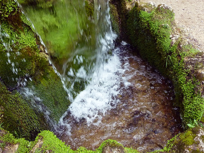 mini-waterfall