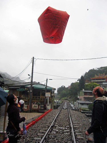 Mei and Dan watch their sky lantern float away