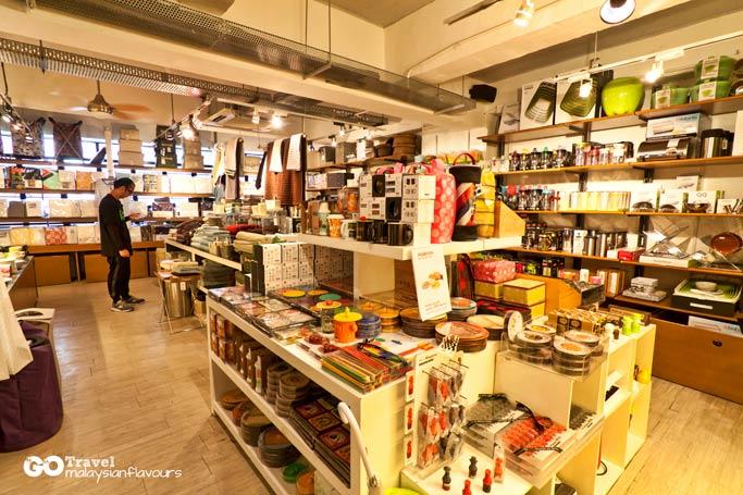 hong-kong-6d5n-goods-of-desire-g-o-d-central-hong-kong