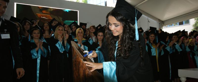 Üsküdar Üniversitesi ilk mezunlarını verdi 4