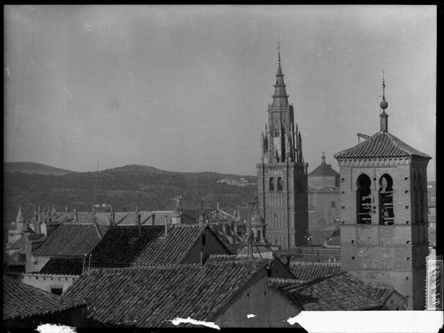 Catedral con el tejado desmontado sin cimborrio a comienzos del siglo XX. Fotografía de J. Lacoste © MECD, Fototeca del IPCE, signatura VN-22531_P