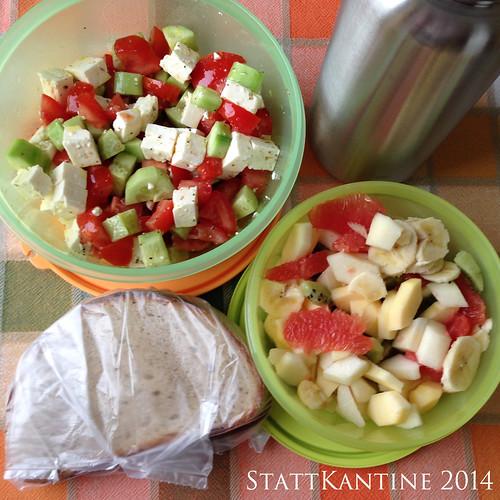 StattKantine 18.05.14 - Griechischer Salat, Mischbrot, Obstsalat