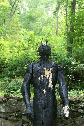 7_creepy_statue