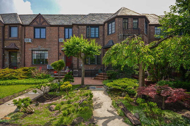 1FAMILY FOREST HILLS