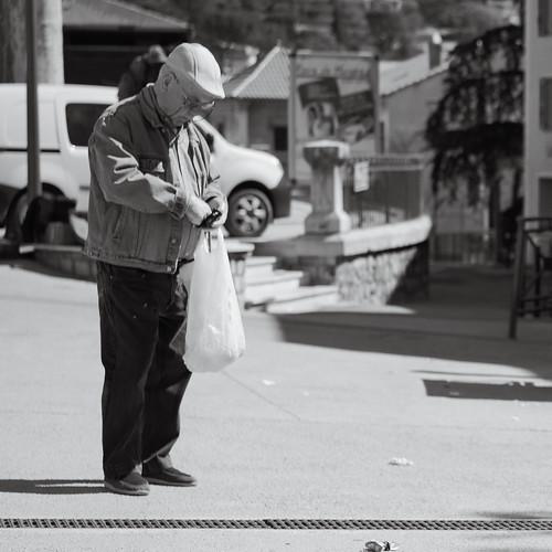 voyage street leica old city light summer urban blackandwhite bw sun man france art shopping french licht frankreich flickr mood alone view candid kunst great culture streetphotography menschen mann shopwindow monochrom capture sonne blick français leben streetview x1 elmarit forcalquier schwarzweis hauteprovence x1klima