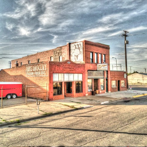 street old red building brick architecture trek google montana view kirks grocery hdr streetview panamerican redbrick billings photomatix gsv googlestreetview kirksgrocery
