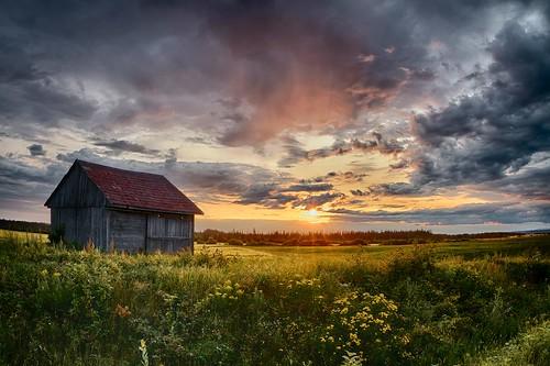 sunset canada canon landscape cloudy quebec 7d paysage saguenay coucherdesoleil québec saguenaylacsaintjean canonef815mmf4lusm paysagedusaguenay royaumedusaguenay