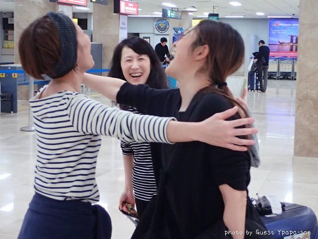 そして関空組と成田組がセブ空港で合流!感動の対面ですw (やらせ感満載なんて突っ込まないw)
