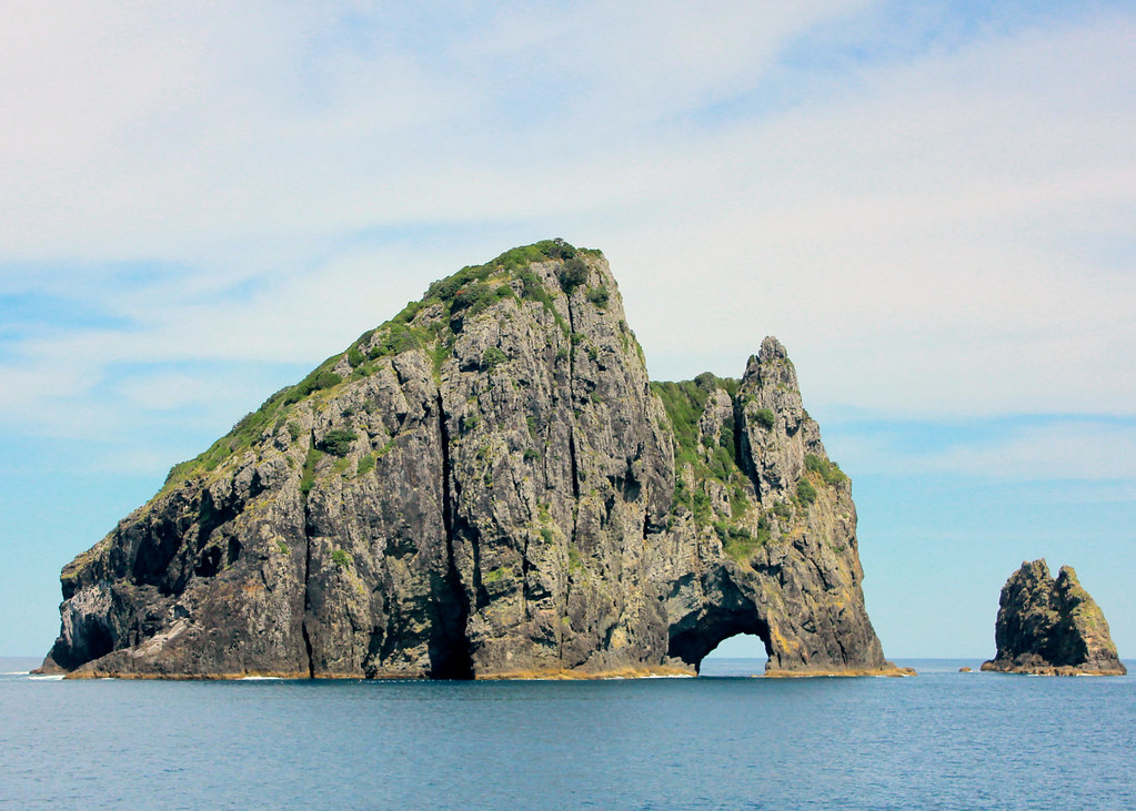 hole-in-the-rock-paihia