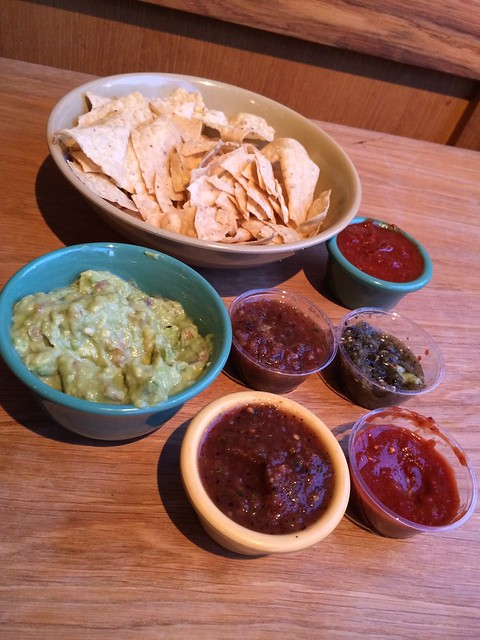 Guacamole and salsa - The Little Chihuahua