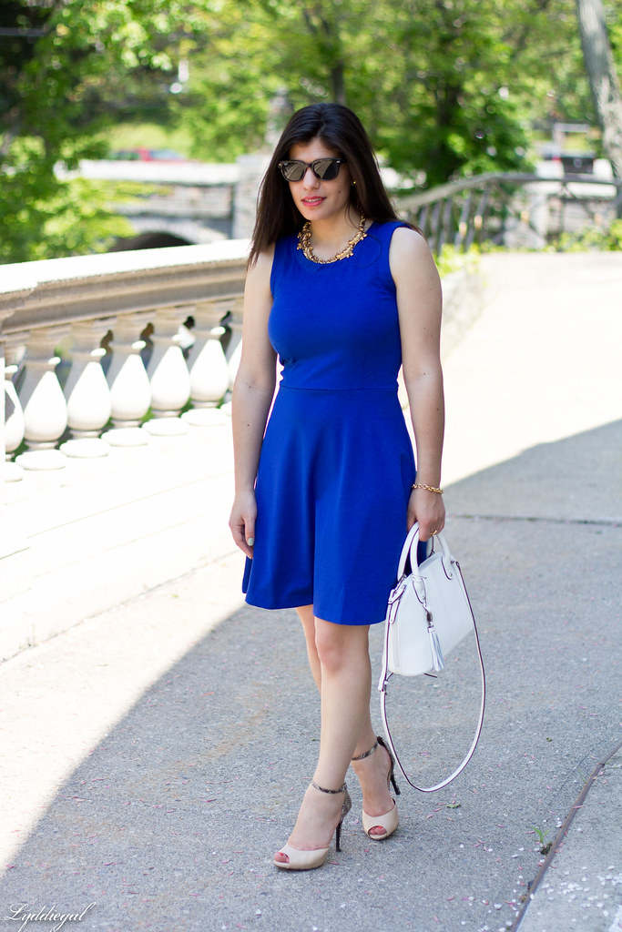 little cobalt dress, white bag-1.jpg
