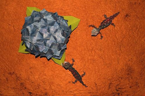 Origami Hydrangea and Origami Lizard (Toshikazu Kawasaki)