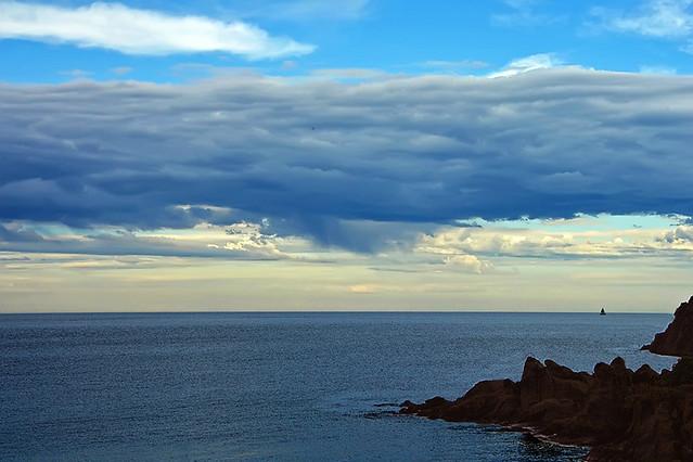 Tra  le  nuvole  e  il  mare  ....