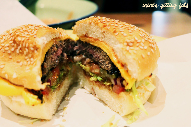 ribsburgers-cheeseburger-innards