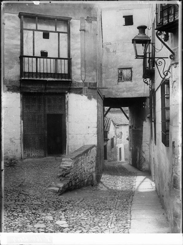 Plaza de la Cruz a comienzos del siglo XX. Fotografía de J. Lacoste © MECD, Fototeca del IPCE, signatura VN-22675_P