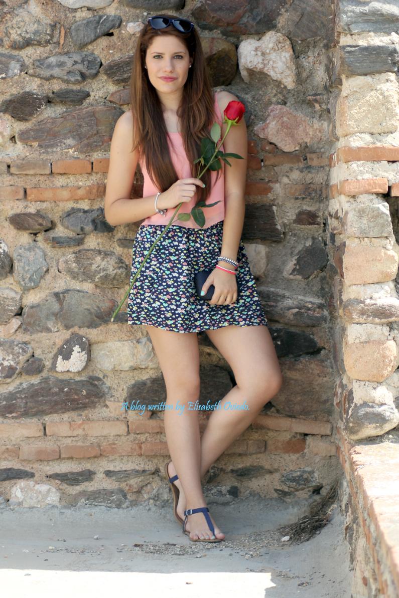 37993c553 HeelsandRoses: Falda de corazones y top flúor.