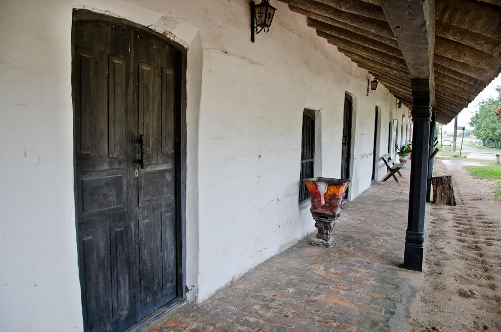 El corredor del museo histórico de Isla Umbu, Departamento de Ñeembucú, edificio que data de 1860 y antigua sede del Cabildo,  después fue utilizado como cuartel del Mariscal Francisco Solano López durante la guerra contra la Triple Alianza. (Elton Núñez)