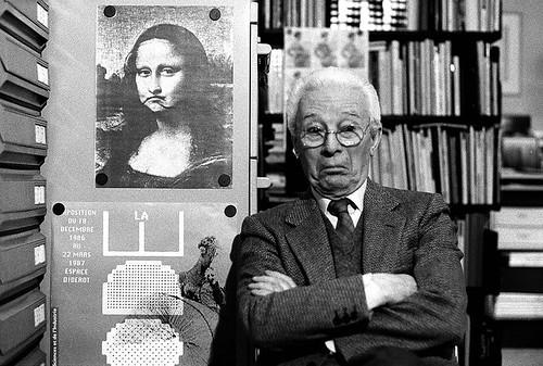 15.-Atto,-Bruno-Munari-nel-suo-studio,-Milano,-1988-©-Isisuf-Istituto-internazionale-di-studi-sul-Futurismo