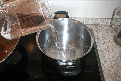 42 - Wasser für Reis aufsetzen / Bring water for rice to boil