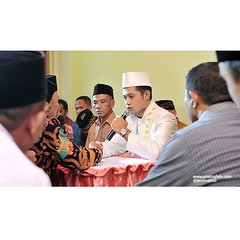 Bagi seorang cewek, janji akad nikah seperti ini lebih penting dibanding janji capres manapun. Betul? Hehehe... :D   Yessy+Hendri #wedding at #Rembang #JawaTengah, Mei 2014. #weddingphoto by Poetrafoto Photography.   Follow twitter+instagram+line: @poetra