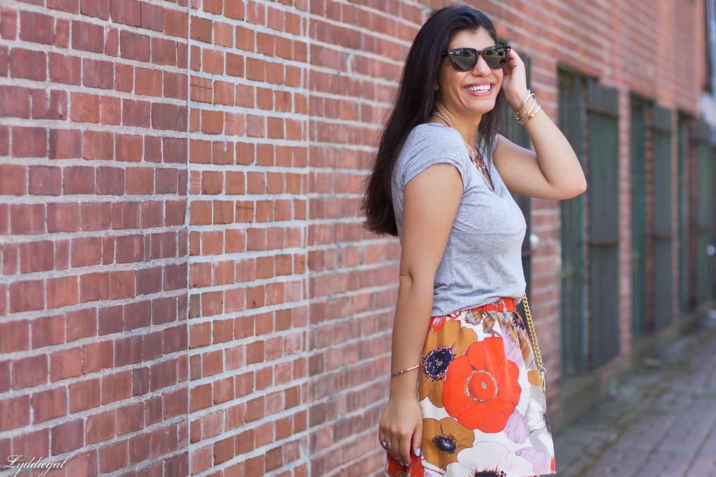 grey tee, floral skirt, mint bag-5.jpg