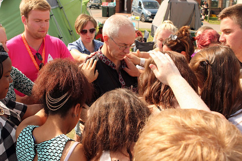 Young_people_attending_Soul_Survivor_pray_for_Archbishop_Justin
