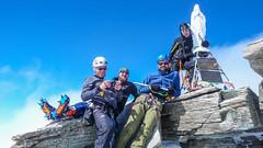 Madonna na szczycie Gran Paradiso 4061m. Zdobywcy Paweł, Piotr, Kamil, Marek i ja (robię to zdjęcie).